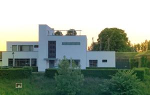 Aanleggen bij 'het witte huis'